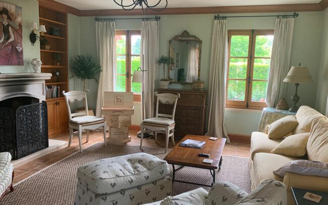 Room with comfortable furnishings