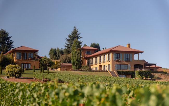 Black Walnut Inn - Italian style hotel in vineyard