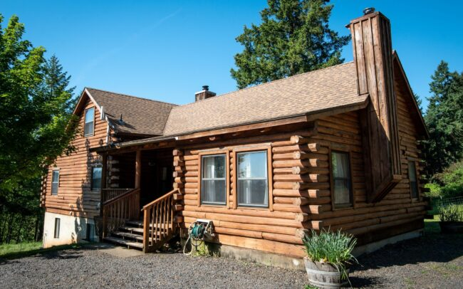 Log cabin house